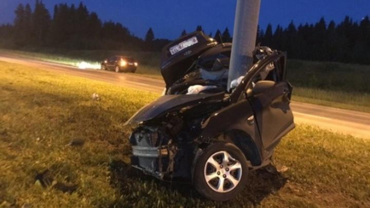 Автомобиль намотало на столб: в страшном ДТП в Перми погибли три человека