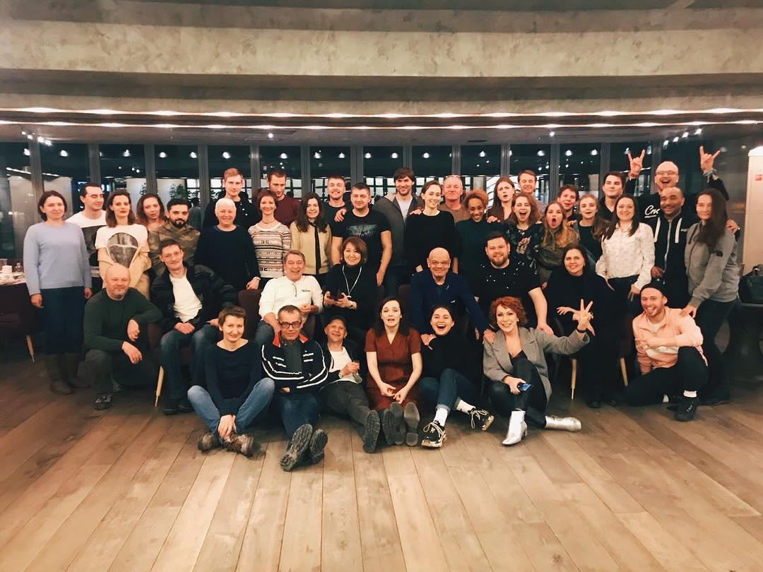 В конце февраля ресторан встречал в гостях большую команду театра «Сатирикон».После премьеры «Дон Жуана» в Театре драмы. В серединке —Константин Райкин