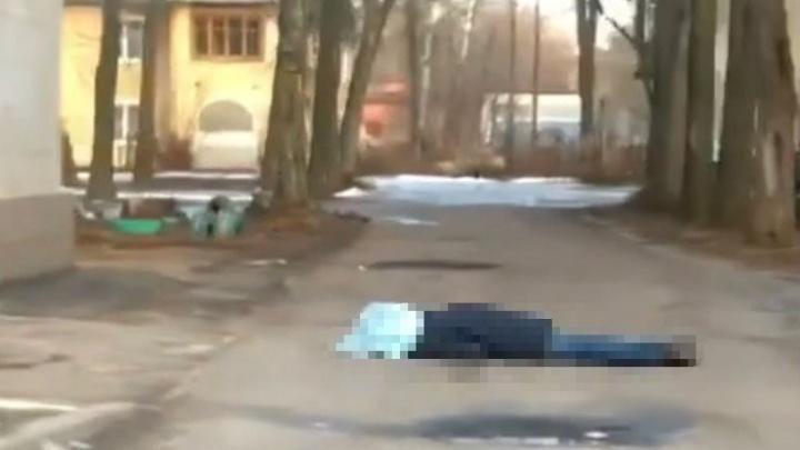 В Ленинском районе Ярославля обнаружили тело мужчины