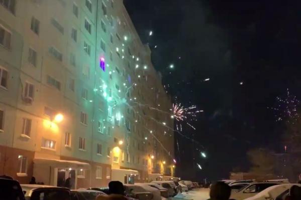 От взрывов с крыши дома сошёл снег