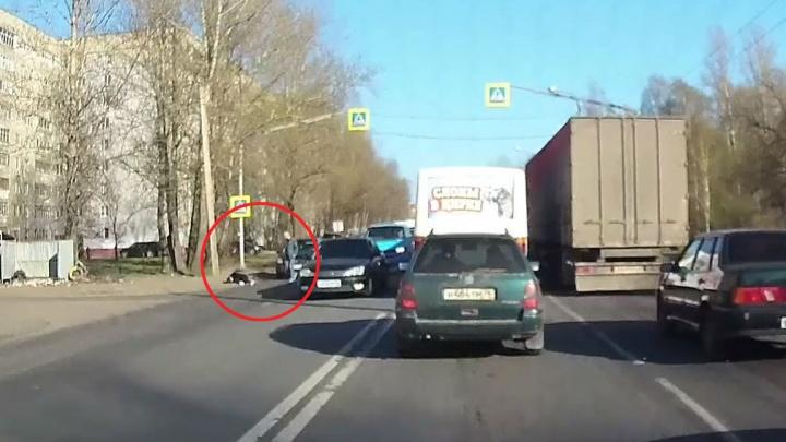 Проклятое место: в Ярославле водитель сбил девушку на переходе