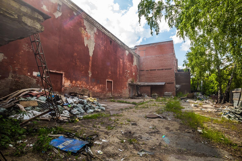 В «ЦХМ» пообещали не навешивать на фасад керамогранит —вместо этого его утеплят и оштукатурят, как было когда-то