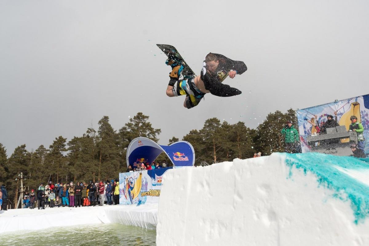 Екатеринбургские лыжники и сноубордисты закроют сезон прыжками в ледяной бассейн