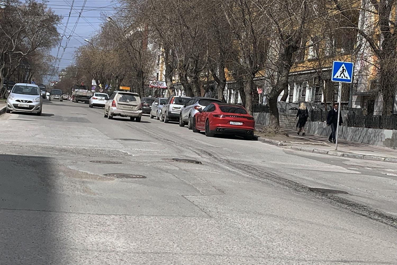 «Где дороги?»: как страдают депутаты и коммерсанты-миллионеры в самом центре Новосибирска