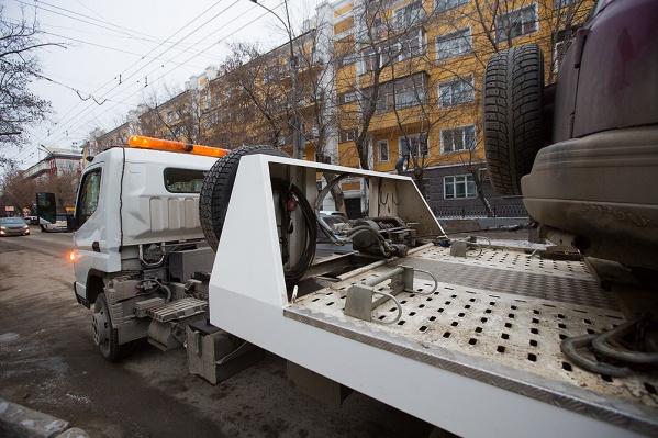 История с эвакуацией автомобиля с Красного проспекта стала резонансной и дошла до суда после появления видео в интернете