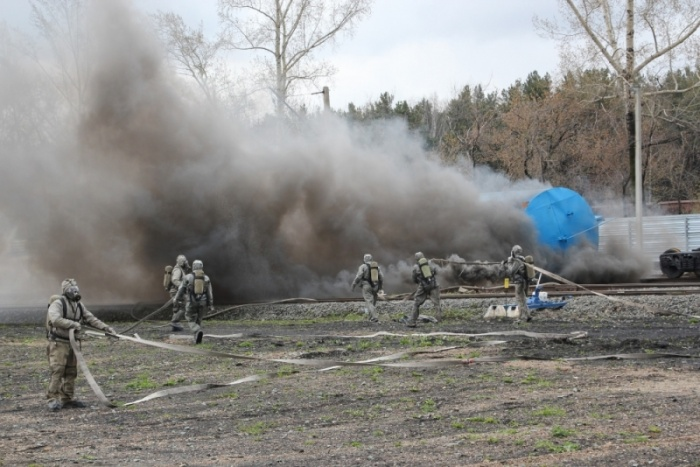 Пожарные расчетыосаждали облако газа