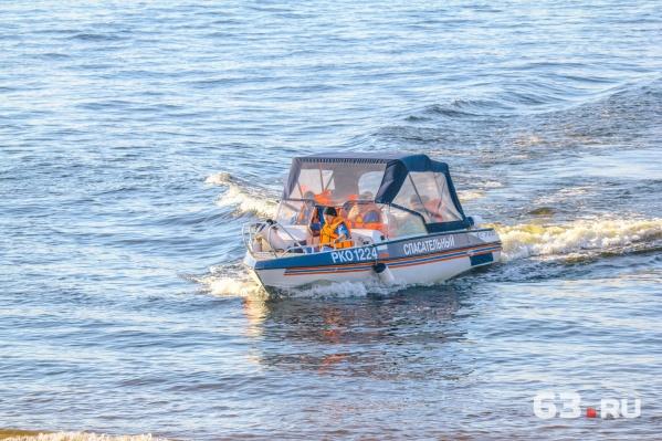 Спасатели смогли добраться к пострадавшей только по воде
