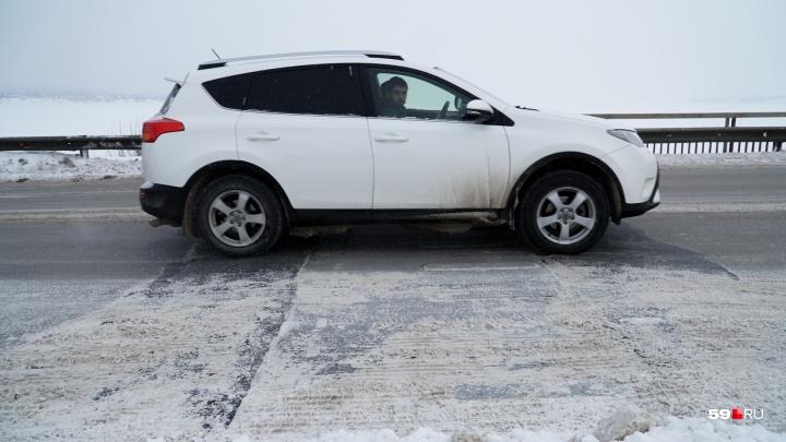 Сделали как смогли, но хоть пробок нет: смотрим, как отремонтировали Чусовской мост