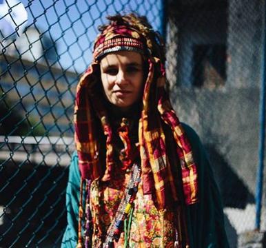 Мариявладеетбрендом одеждыJahnkoy