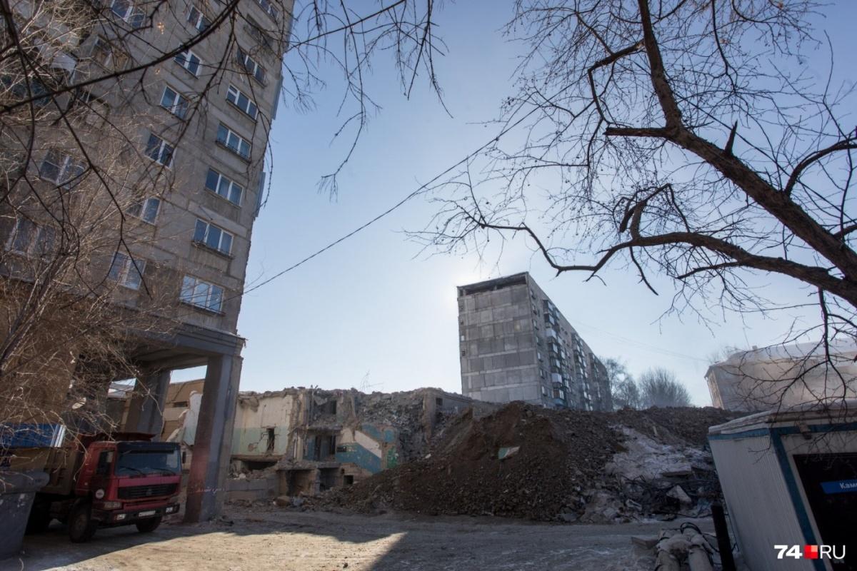 Новый глава региона лично побывал на месте трагедии и пообщался с жителями дома