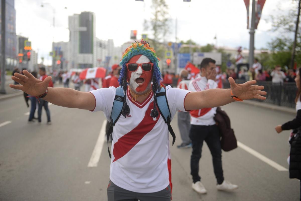 Екатеринбург ещё никогда не видел такого праздника. Ради этого шествия даже  перекрывали улицы .