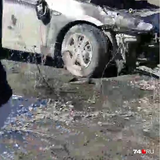 По словам очевидцев, иномарка ни с кем не столкнулась
