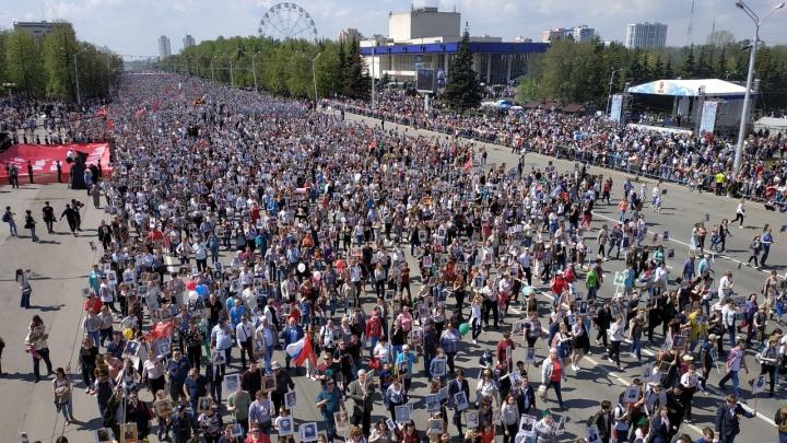 В рядах «Бессмертного полка» прошли 112 тысяч человек: как в Уфе отмечают День Победы — онлайн