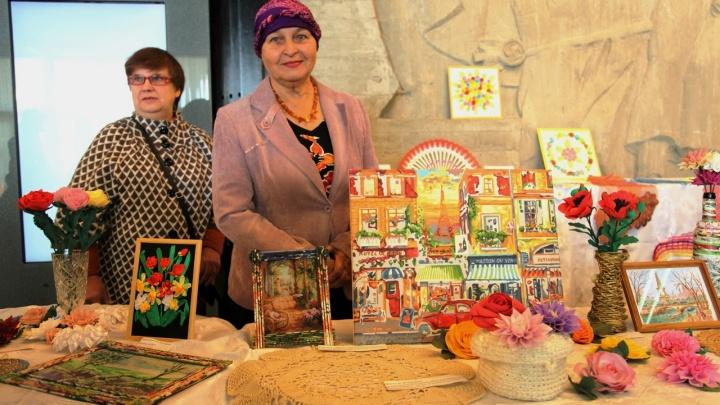 Ветераны устроили выставку-продажу поделок в музее-панораме «Сталинградская битва»