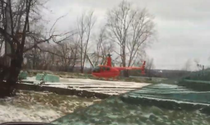Видеофакт: в центре Перми приземлился вертолет