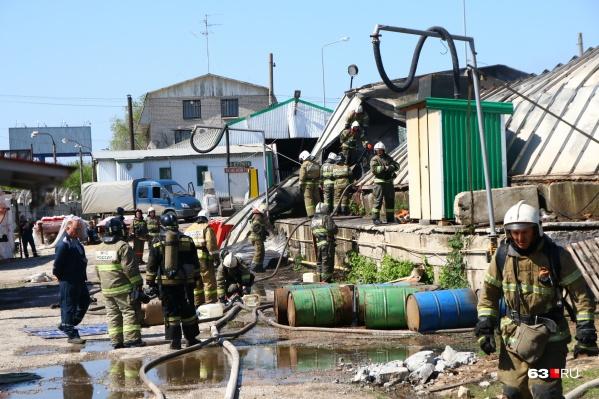 В ангаре горел строительный мусор
