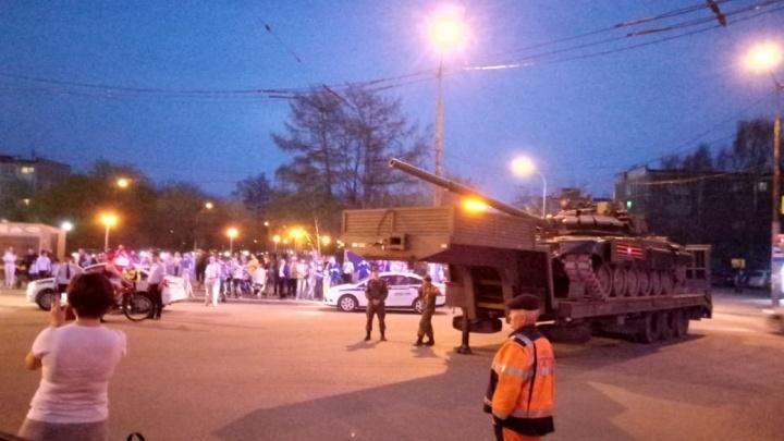 На Юго-Западе сломался тягач, который вёз танк на репетицию парада Победы