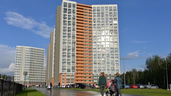 Как снег в июне: в новом квартале Екатеринбурга сделают хорошие дороги с тротуарами и парковками