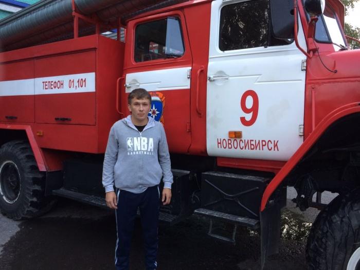 Илья Гриб вывел из задымлённого подъезда 20 человек