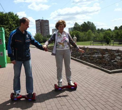 Старушки и старички будут передвигаться по улицам Новосибирска на гироскутерах