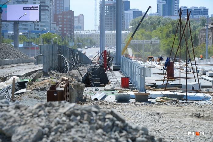 Макаровский мост реконструировали (т. е. строили) три года