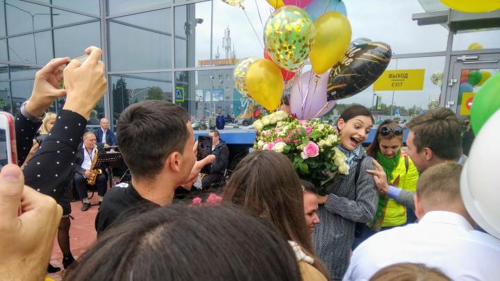 «В понедельник жду домашнюю работу»: в Волгограде «Учителя года» встретили песней I love you, Lora