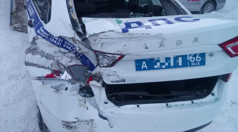 А так выглядела служебная машина после столкновения