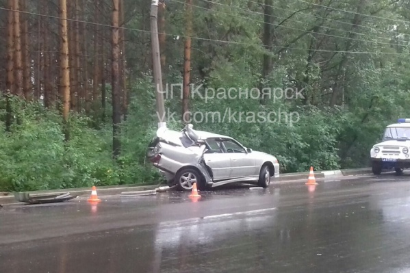 После аварии пассажирку увезли в больницу, а водитель скрылся