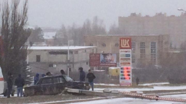 В Башкирии водитель отечественной легковушки врезался в столб