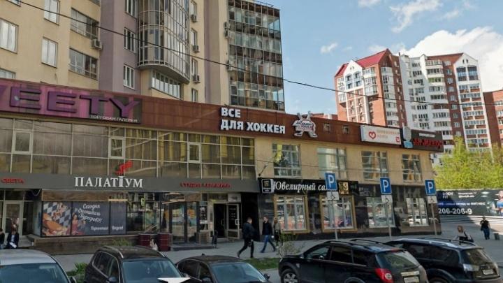 Уральские бизнесмены 10 лет работают в здании, которое официально не достроено. Они написали Путину