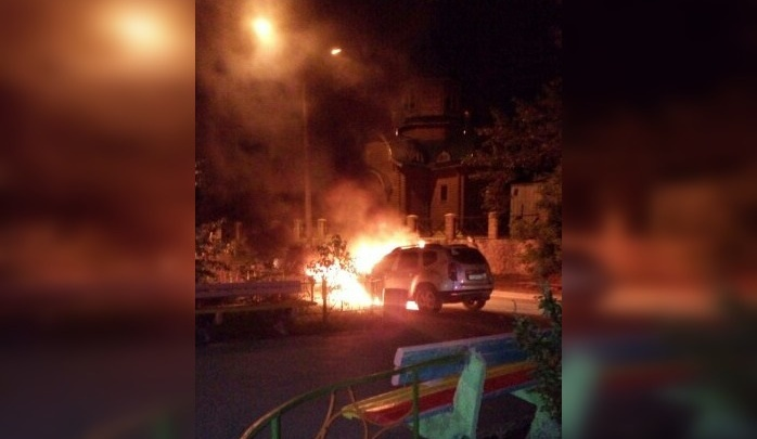 «Раздался хлопок»: ночью в Тольятти сгорел припаркованный «Рено-Дастер»