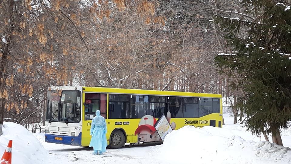 До санатория китайцев везли на автобусах (не рейсовых)