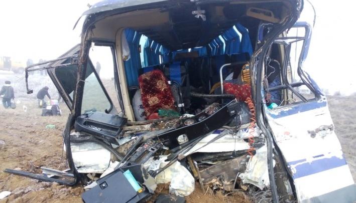 КАМАЗ из Челябинской области и автобус с пассажирами столкнулись под Волгоградом