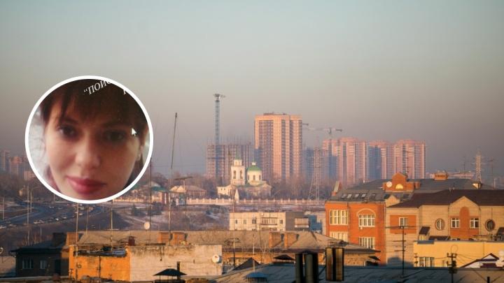 Может передвигаться автостопом: в Красноярске пропала девушка с татуировкой на пальце