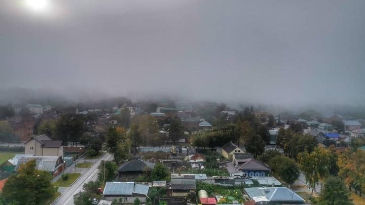 Город в тумане: пытаемся разглядеть дома на 15 фото с улиц сонной Тюмени