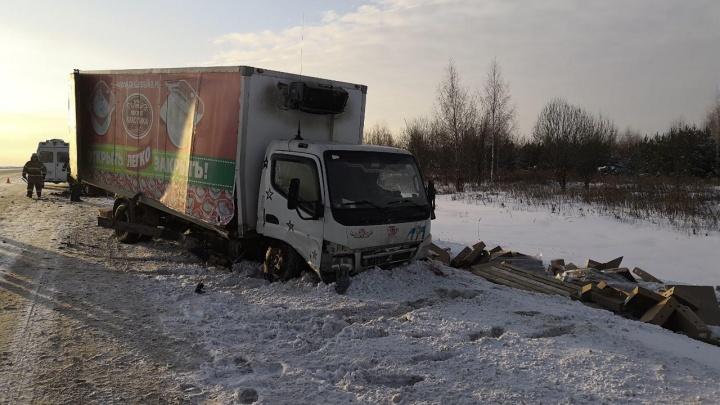 На трассе в Прикамье водитель Lada Vesta пострадал в ДТП с грузовиком