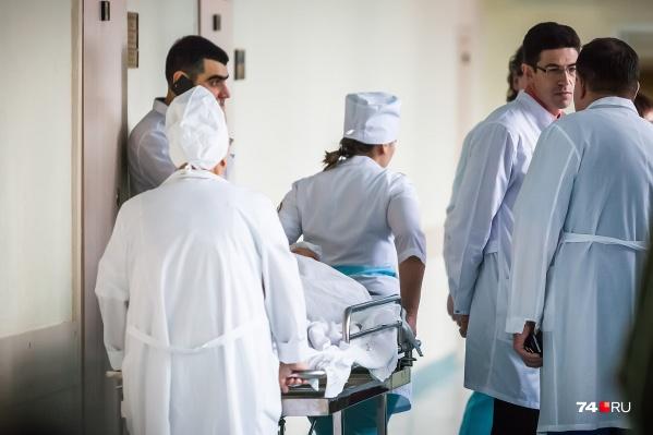 Зарплаты в больницах по Челябинской области отличаются, но статистики «подвезли» средние цифры