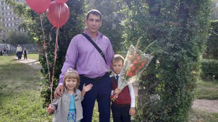 «Я за папу и маму»: красноярец потерял жену из-за несчастного случая и один воспитывает двоих детей