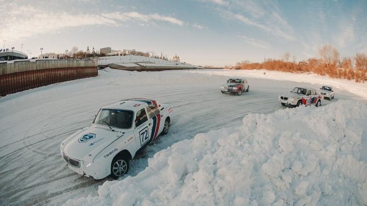 Ретроавтомобили, дрифт и показательные задержания преступников: на Туре прошла спецоперация «Лед»