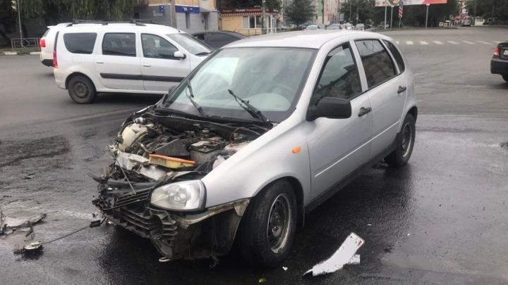 Злосчастный перекресток: на Гагарина «Сузуки» снесла часть «Калины»