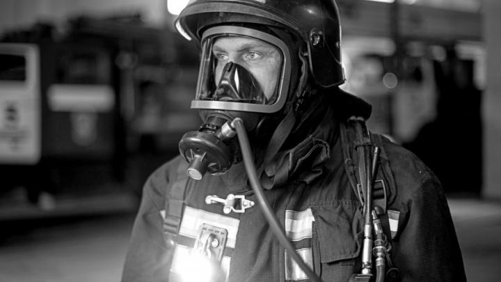 Мужики — огонь: челябинские пожарные снялись в брутальной фотосессии
