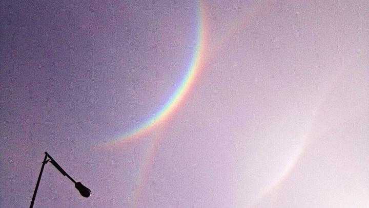 Эффект гало: смотрим залипательные фото радуги в Тюмени, похожие на стоп-кадры из фильмов про космос