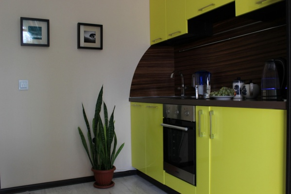 Кухня в этой квартире — главный цветовой акцент