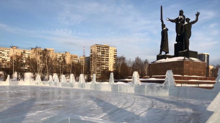 Из-за потепления в Перми закрыли катки и большую горку у Театра-Театра