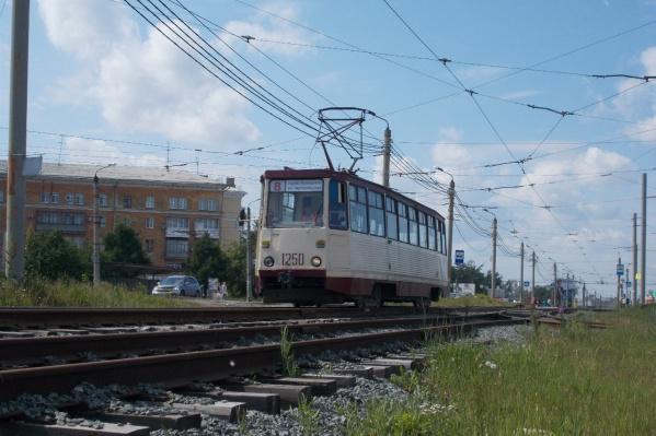 Стоят трамваи № 8, 18, 22