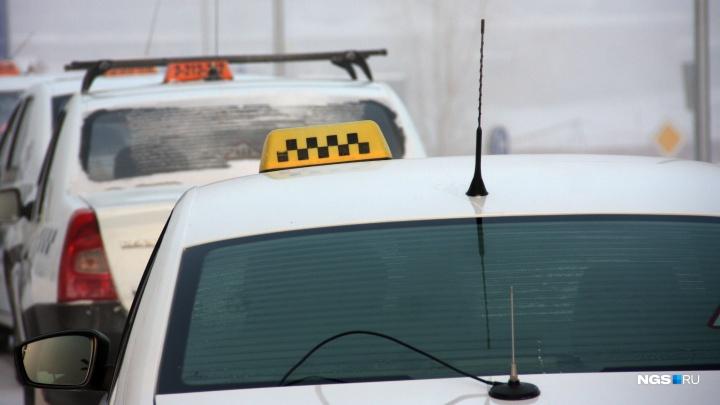 Новосибирские таксисты взвинтили цены: 200 рублей за 50 метров