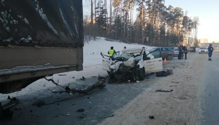 Женщина, погибшая в ДТП на Кольцовском тракте, вызывала такси из-за того, что не смогла завести машину
