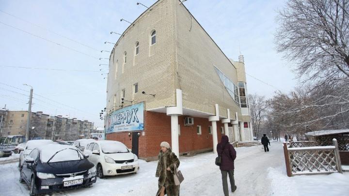 Не всё гладко: «утюг» на Алом Поле в Челябинске снова выставили на продажу