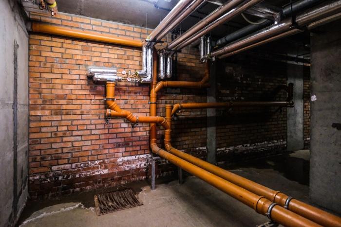 Шум в квартире возник из-за проблемных насосов в подвале