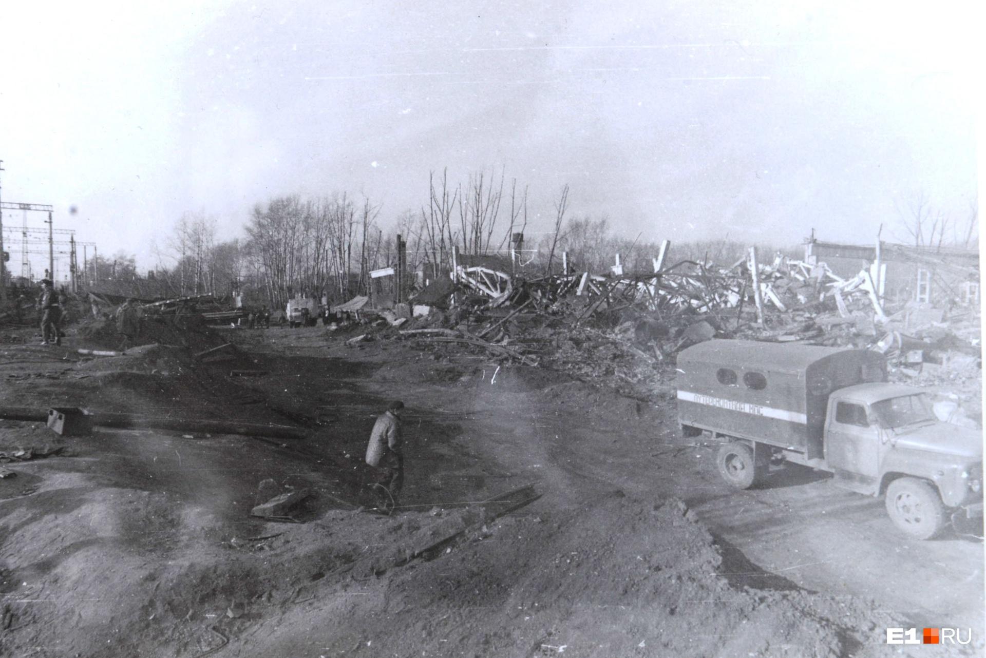 Движение поездов восстановили в тот же день. Но последствия взрыва на станции устраняли еще несколько месяцев